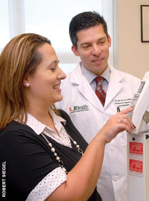 Nestor de la Cruz-Muñoz, M.D., and patient Judith Fernandez.
